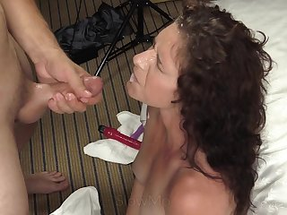 18 y.o. Lynn toyed in both holes plus cummed on her face. Full clip