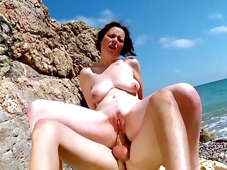 Nude mature fucked on holiday during a beach trip