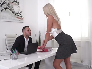 Well done blonde Angelika Grays gets double penetrated wide of four studs