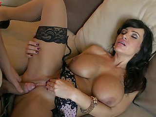 MILF Lisa Ann never misses a articulation when implementation a hung bloke